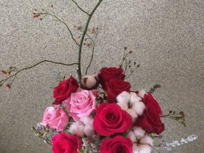 枝 バラの実を添えて